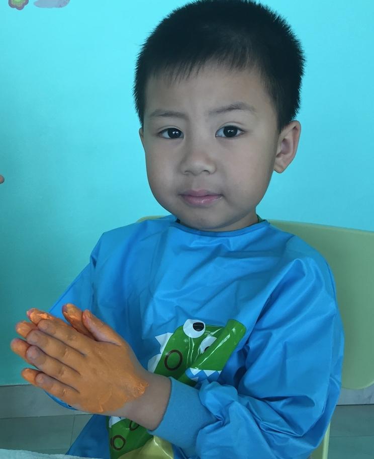 Rayhan-orange-tangan.jpg
